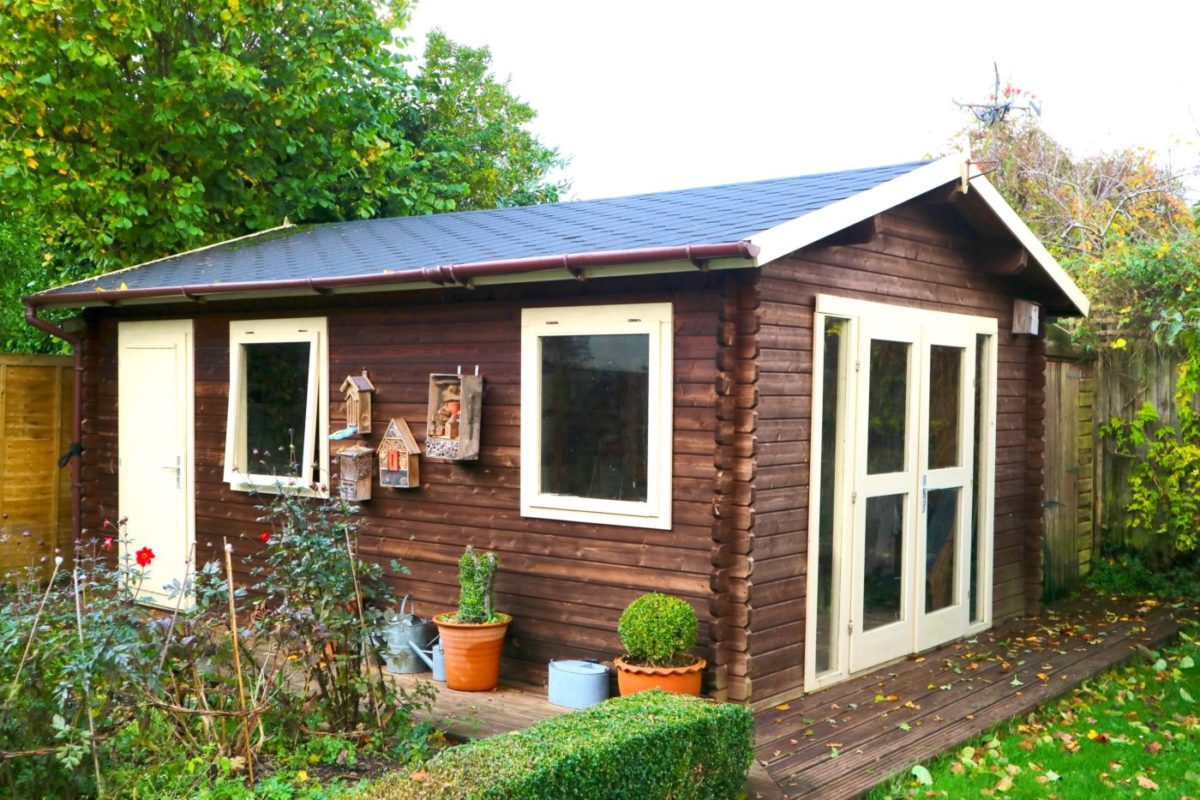 'hobby space' log cabin
